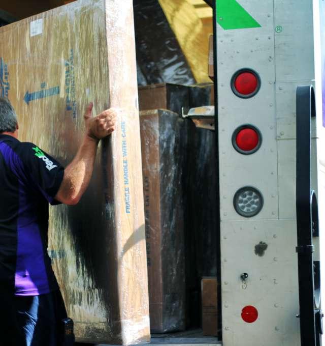 Fedex load truck Slider